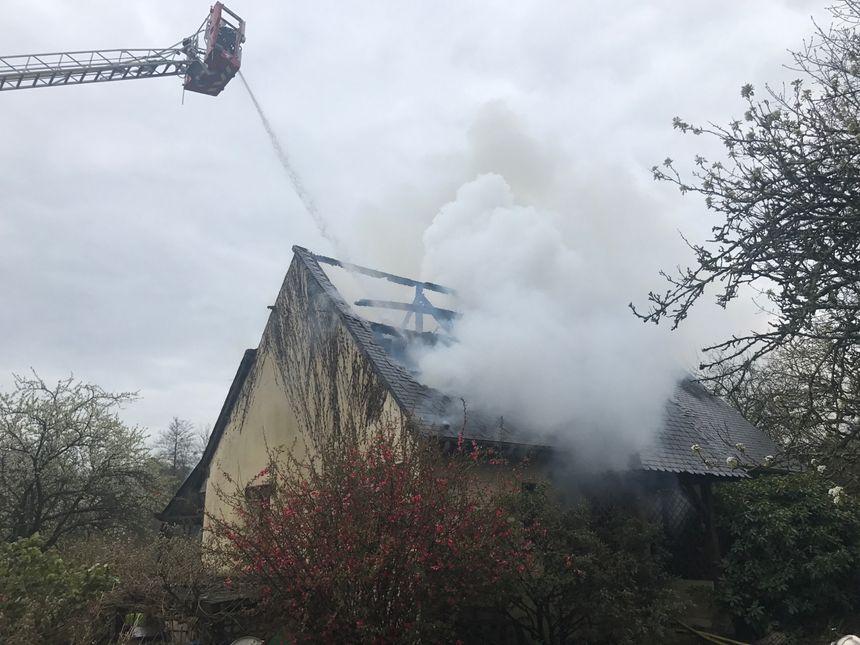Une trentaine de pompiers est intervenue pour éteindre l'incendie.