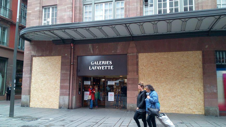 Certaines enseignes se barricadent avant l'acte 24 des gilets jaunes samedi 27 avril à Strasbourg