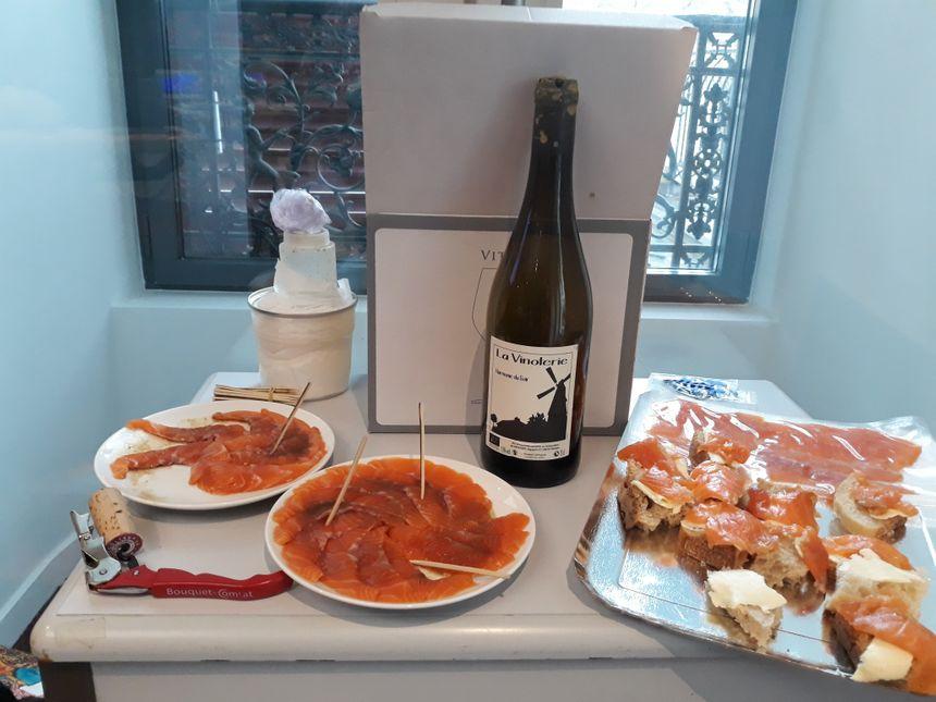 """Sashimis de truite arc-en-ciel préparés par Julien le chef du restaurant """"Les Papilles Insolites""""et truite fumée hêtre et chêne et un vin secret !!!"""