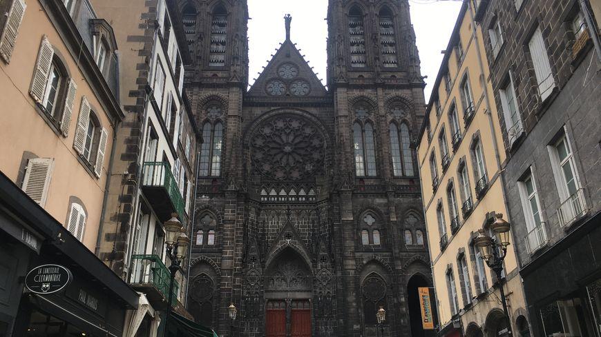 Les cloches de la cathédrale clermontoise Notre-Dame de l'Assomption ont retenti pendant vingt minutes ce mardi