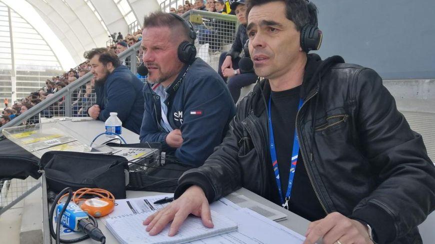 Stéphane Demoulin (au centre) dans le rôle de consultant lors du match ASC - Bordeaux avec Mathieu Dubrulle dimanche sur France Bleu Picardie