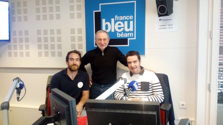 de gauche à droite : Kevin Canton de la ferme Lou Mainat, Emile Bascouret du domaine Reyau à Aubertin et Guillaume Mirande étudiant BTS ACSE à Montardon