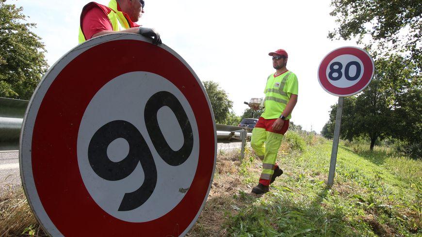 Les panneaux de limitation de vitesse pourraient bien encore changer.