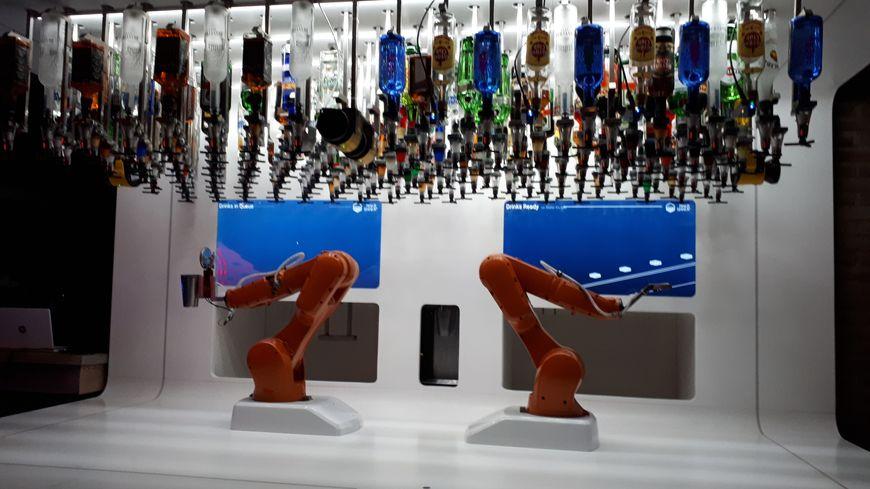 Walter, le robot barman du Bionic Bar à Strasbourg. Reportage de Wyloën Munhoz-Boillot.