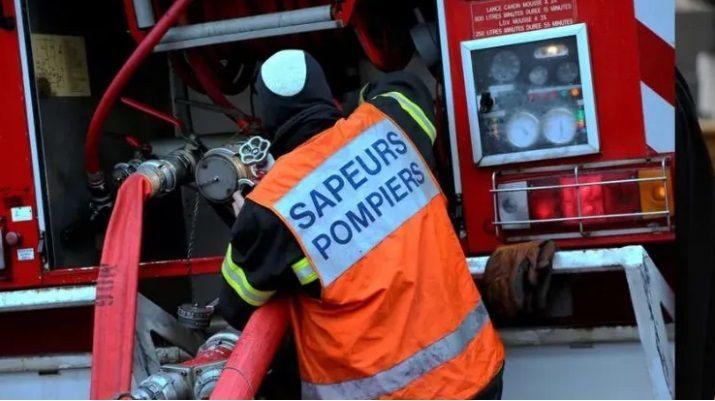 Une vingtaine de pompiers sont intervenus sur place, dans la nuit de ce samedi à ce dimanche.