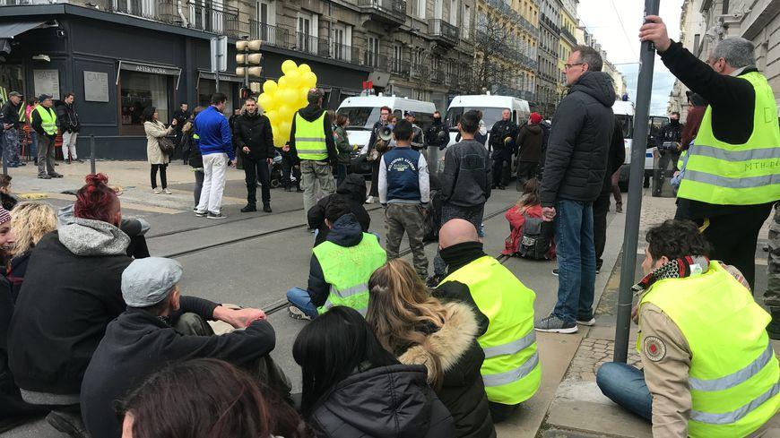 """270 """"gilets jaunes"""" dans les rues de Saint-Etienne ce 6 avril."""