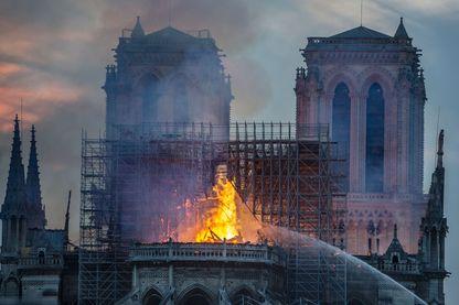 Notre-Dame de Paris en flammes la nuit du 15 avril 2019