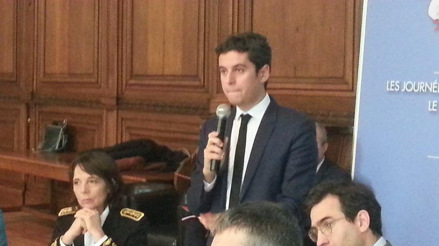 Gabriel Attal, secrétaire d'état chargé de la jeunesse, était venu à Bourges début mars pour parler du SNU.