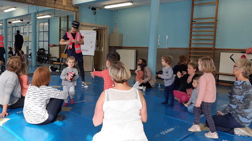 Chaque mercredi matin, des enfants boulonnais se retrouvent pour apprendre l'anglais, lors d'activités ludiques et sportives.