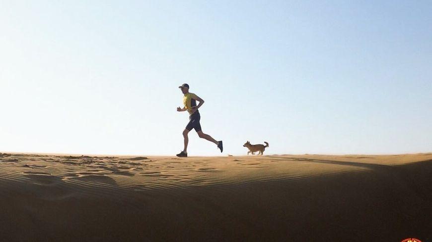 Dion et Gobi dans le désert de Gobi