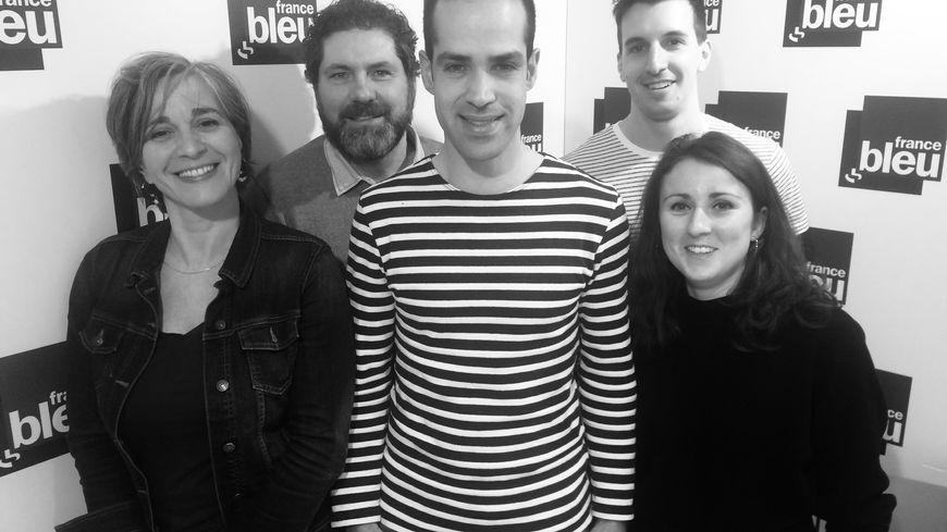 Mr Yaz (au centre) et l'équipe de France Bleu Lorraine