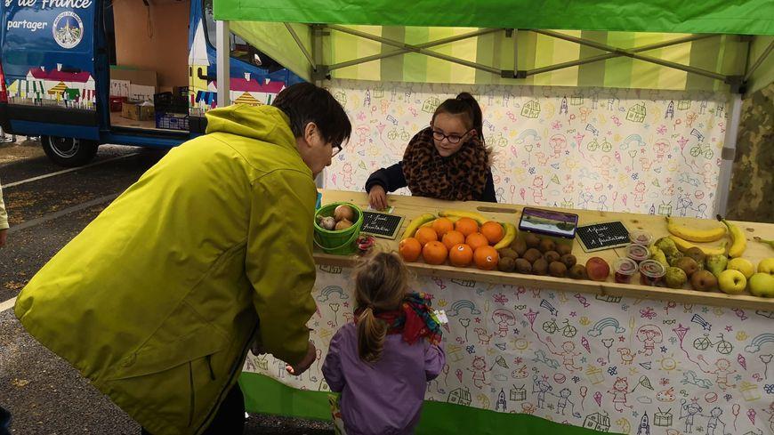 Pendant deux jours, les enfants ont pu jouer le rôle de véritables clients ou vendeurs, dans ce marché à leur hauteur.