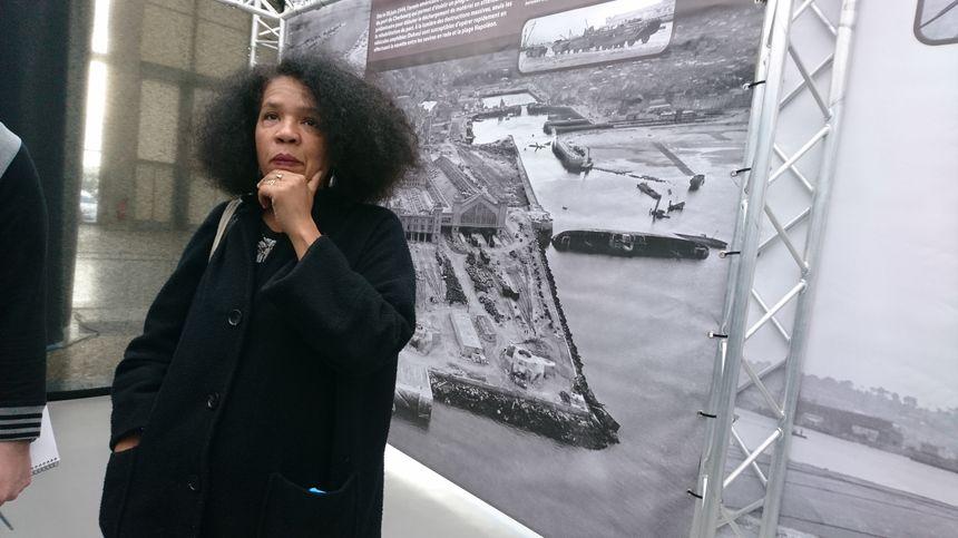Clémence Farrell est la scénographe de cette nouvelle exposition à la Cité de la Mer de Cherbourg. Elle veut immerger les visiteurs dans le quotidien des soldats et civils de l'époque.