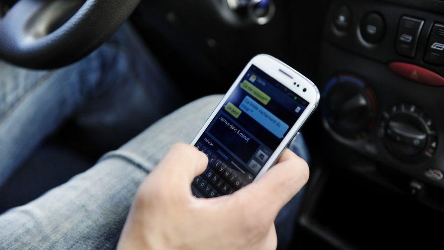 L'enquête a prouvé que l'homme responsable de l'accident de Guigneville a utilisé son téléphone portable pendant 14 secondes, juste avant le drame