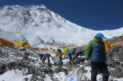 Operation de nettoyage dans l'Everest