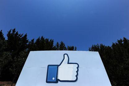 Le pouce de Facebook, bientôt interdit aux mineurs ?