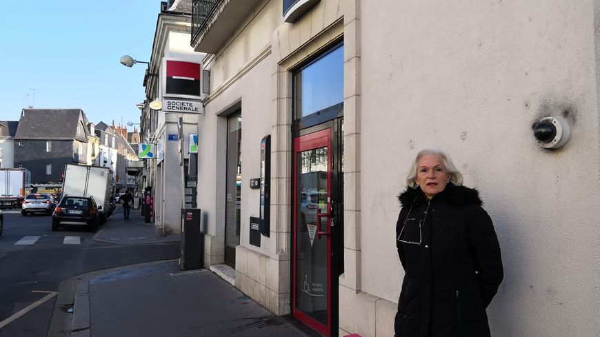 Françoise Blanchard assure que la Société Générale, a qui elle loue les locaux de l'agence place Gaston Paillhou, à Tours, lui doit six mois de loyers.