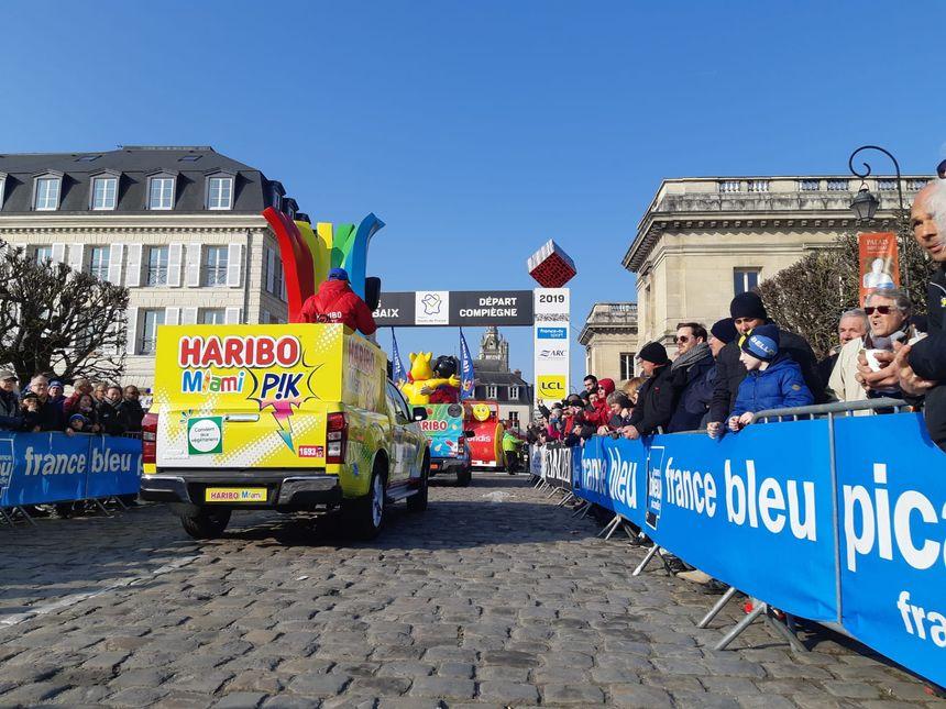 La très attendue caravane publicitaire part de Compiègne.