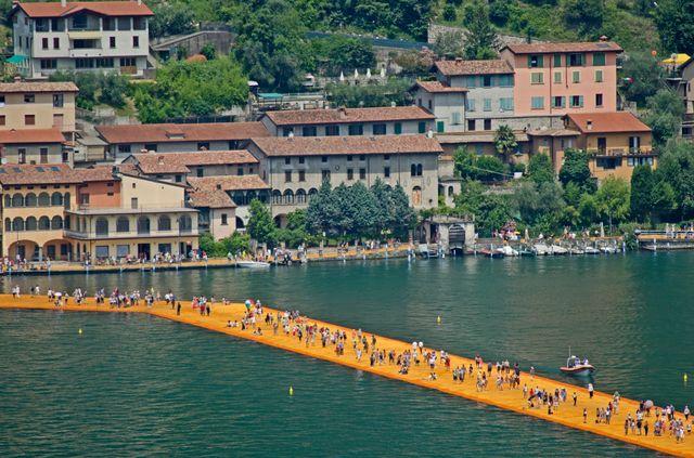 Grâce à l'installation, les visiteurs ont pu ressentir la sensation de marcher sur l'eau