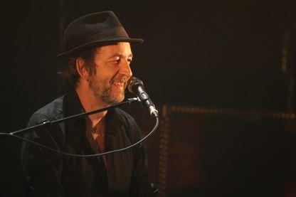 Le musicien, chanteur, peintre, illustrateur et écrivain, Arthur H en concert à la Laiterie à Strasbourg.