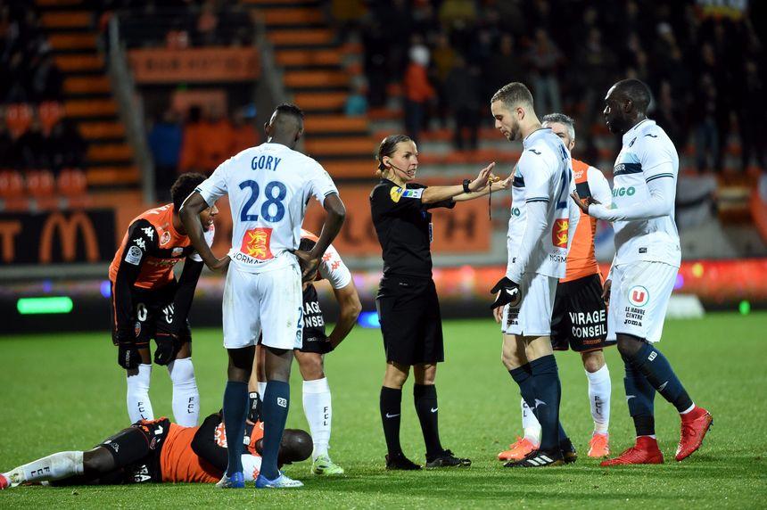 Stéphanie Frappart arbitre déjà en Ligue 2, ici lors du match opposant le FC Lorient au Havre, en février 2018.