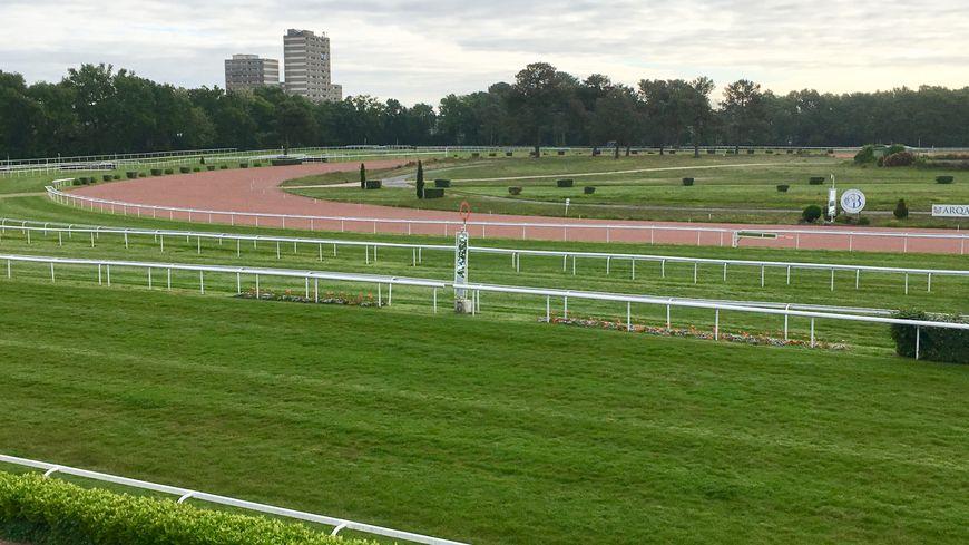 La piste de l'hippodrome de Bordeaux Le Bouscat