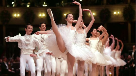 Les danseurs du Staatsoper de Vienne pendant le traditionnel bal de l'Opéra