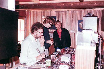 Les plus grands noms de la variété francophone des années 1960 à 1990 (dont le Néerlandais Dave, en chemise rouge) sont passés par le studio CBE de Bernard Estardy (à gauche en chemise blanche)
