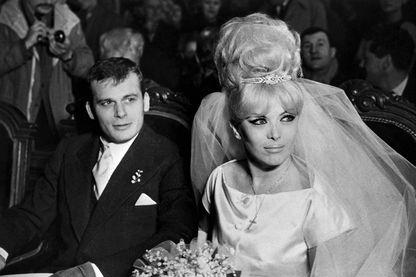 """(ARCHIVES) - Photo prise le 16 mars 1962 à Paris du mariage du journaliste Francis Bonnet et de Jacqueline Dufesnois, plus connue sous le nom de """"Coccinelle""""."""