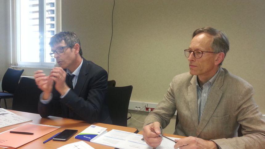 Thierry Touzet (à gauche), directeur des territoires dans le Cher et Olivier Poite, du service environnement et risques à la préfecture du Cher