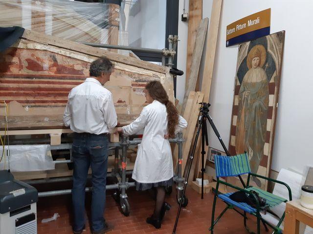 A Florence, l'Opificio delle Pietre Dure, où l'on restaure des œuvres de Léonard, les craintes de les voir voyager sont grandes.
