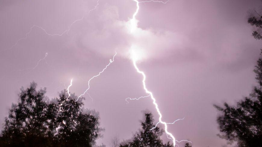 Éclair pendant l'orage (photo d'illustration)