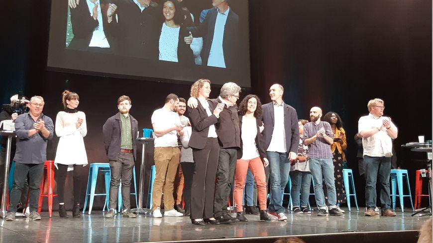 Jean-Luc Mélenchon, Manon Aubry tête de liste aux européennes mais aussi Marie Duret-Pujol, candidate aux élections européennes et le député de Gironde Loïc Prud'homme ont pris la parole au meeting.