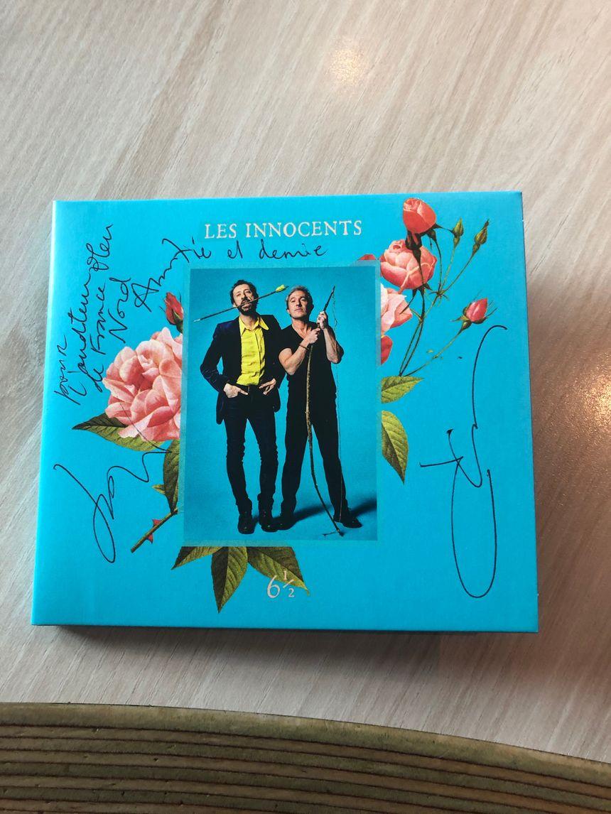 L'album 6 1/2, dédicacé par les Innocents.