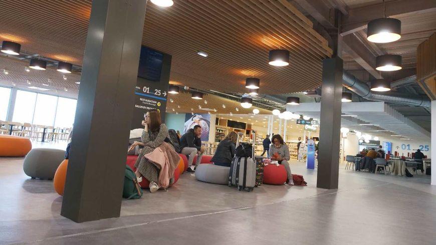 Le nouveau hall de l'aéroport de Montpellier ouvre ses portes pour enregistrer les voyageurs.