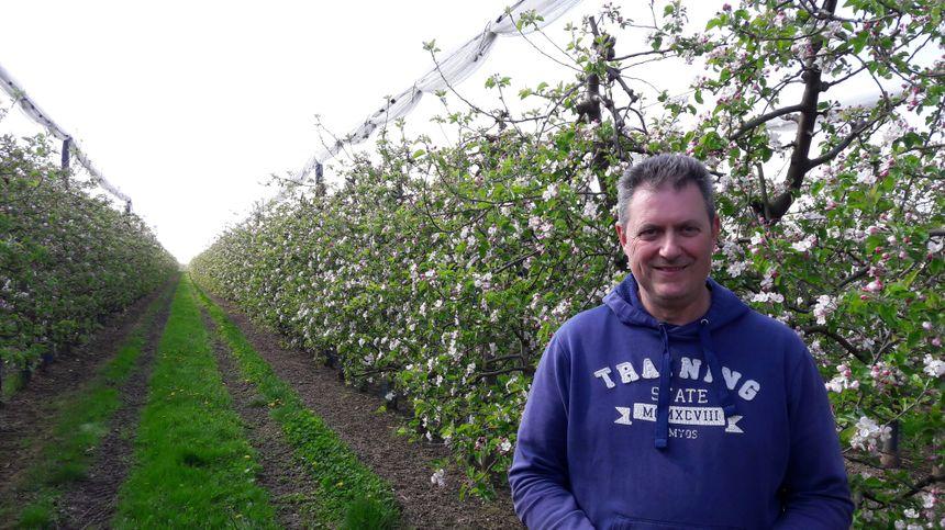 Patrick Vogel au milieu de son verger éco-responsable de 11 hectares à Kriegsheim.