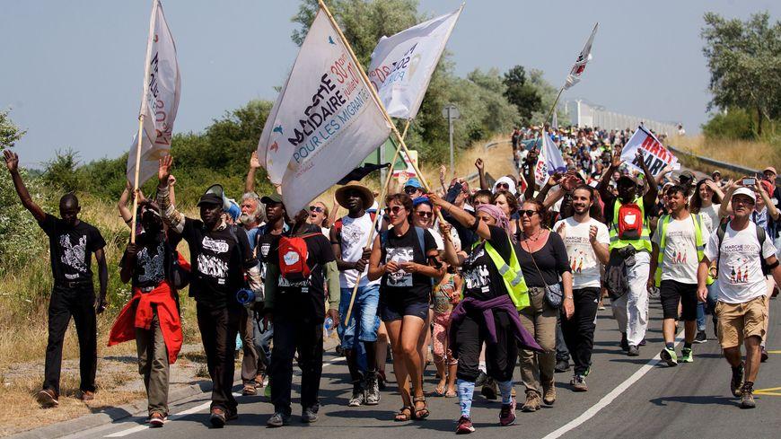 """L""""arrivée de la première marche solidaire des migrants à Calais le 7 juillet 2018"""