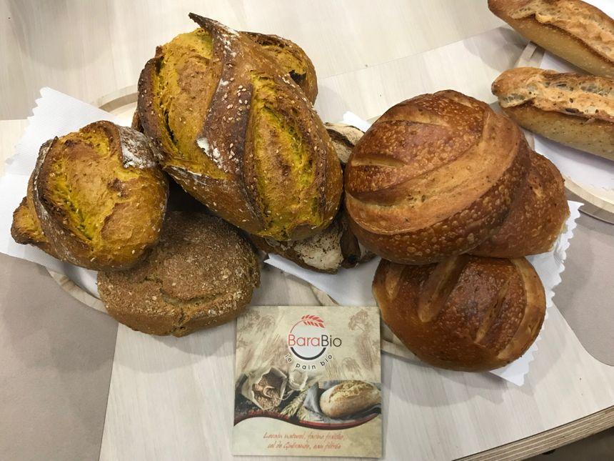 le pain sésame curcuma et la brioche à l'anis de la boulangerie CORNAILLAISE « BARABIO »