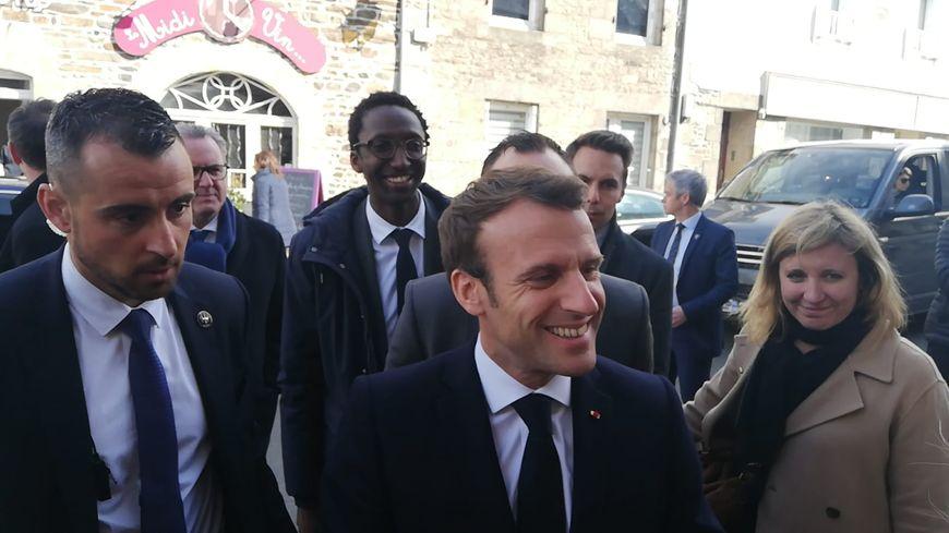 Emmanuel Macron a fait étape au restaurant le Midi Vin à Broons dans les Côtes d'Armor