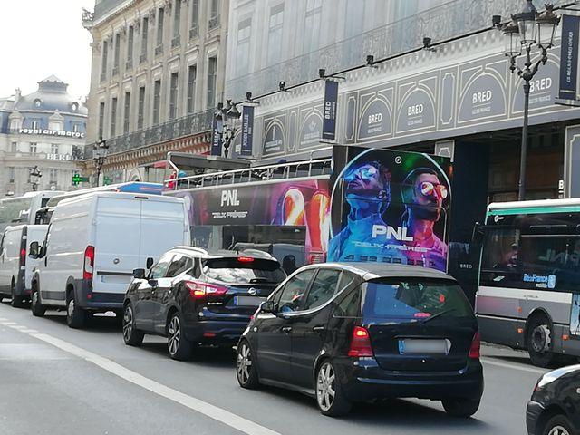 Publicité pour la sortie de l'album de PNL dans les rues de Paris.