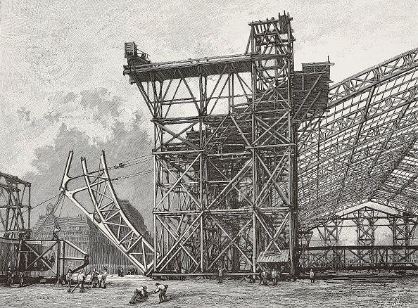 Construction du Palais des Machines, à Paris