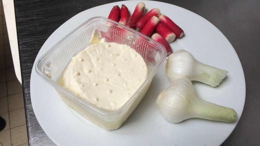 Le cailladou était autrefois un plat de pauvre. Souvent la caillade, les oignons et les radis étaient tout ce que les familles paysannes avaient à manger en ce début de printemps.