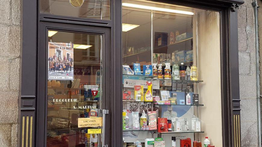 Une boutique limougeaude qui propose beaucoup d'articles à base de cire...