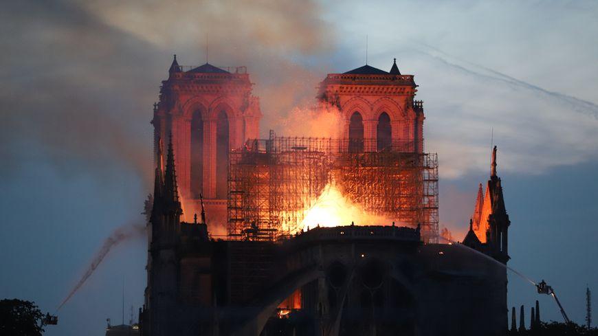 Vidéo Après Lincendie De La Cathédrale Notre Dame De