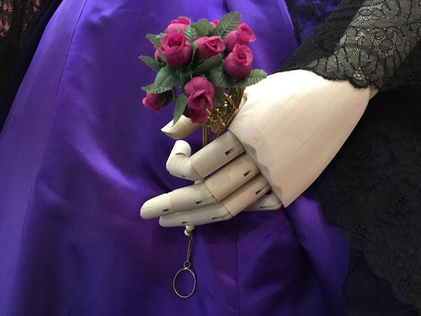 Le porte bouquet, accessoire indispensable pour ne pas défaillir lors des bals sous Napoléon III.