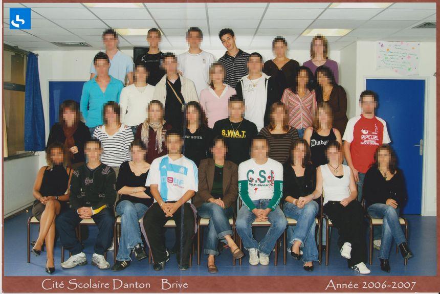 Nabil Andrieu, pull noir aux rayures blanches en haut, obtient son bac STG au lycée Danton de Brive en 2007