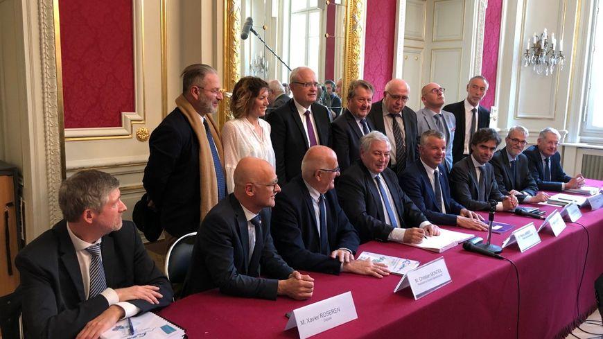 Ce lundi matin, le préfet de la Haute-Savoie a signé en présence de nombreux élus le nouveau plan de protection de l'atmosphère de la vallée de l'Arve.
