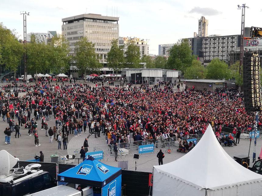 Les supporters rennais devant l'écran géant à Rennes !