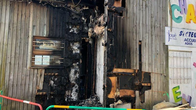Une partie de la façade du Chalet Rabière a été incendiée après un feu de poubelle