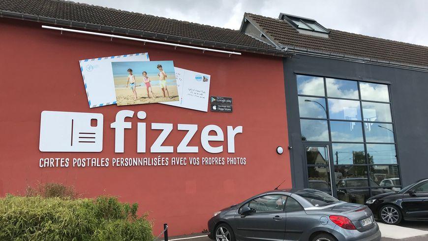 Le siège de l'entreprise est installé à Dives-sur-mer dans le Calvados et sur 23 salariés, 16 travaillent sur toute la planète.